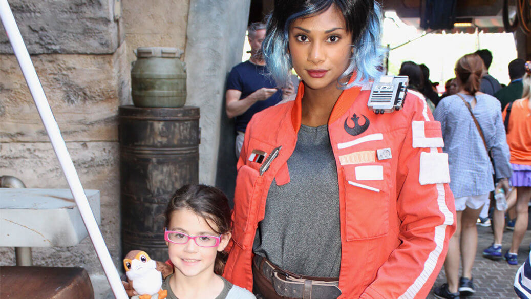 Vi Moradi and Galaxy's Edge taking a photo with a kid